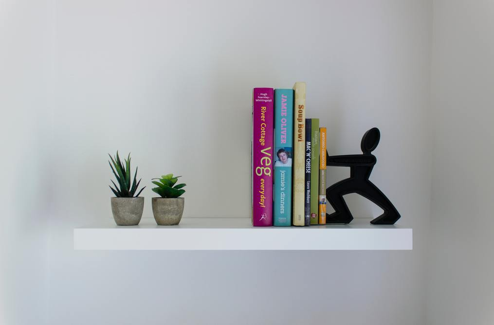 Bookends-decor-styling-bookshelves-Creative-Bookshelf-Decorating-Ideas-susan-shiney-