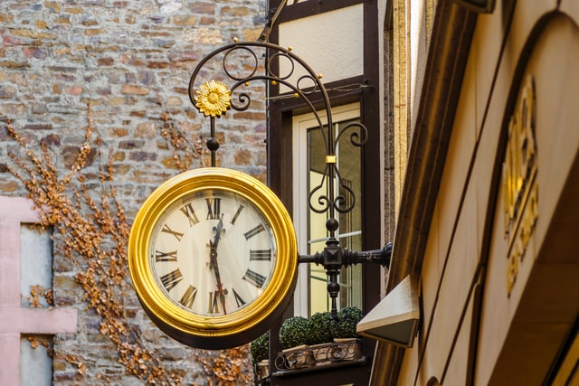 Clock-on-a-street-writing-deadlines-benefits-of-applying-reasons-to-apply-to-Author-mentor-match-process-susan-shiney-alexander-schimmeck-unsplash