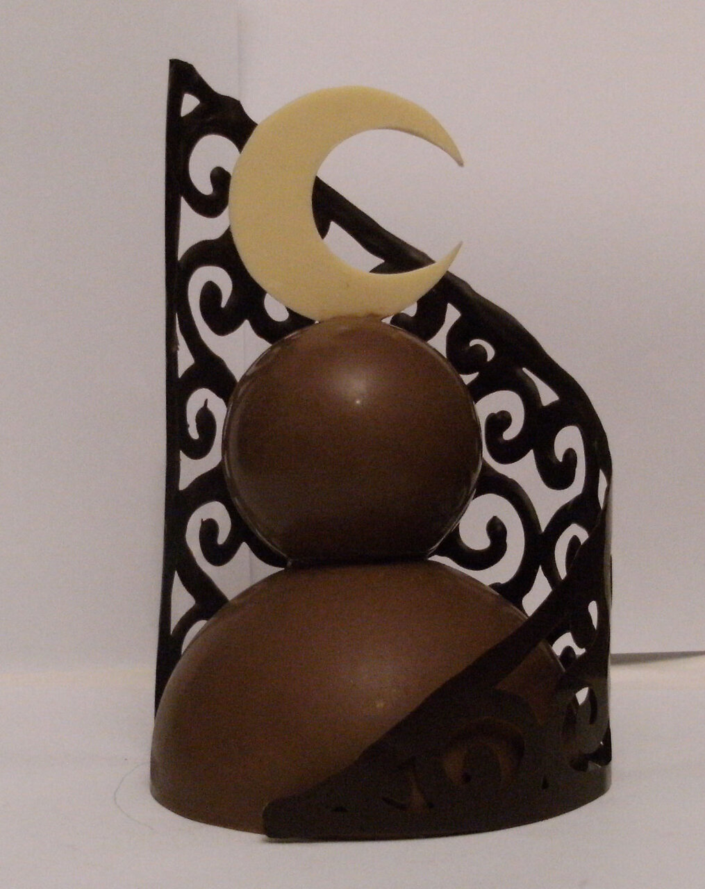 homemade-chocolate-sculpture-question-and-answer-interview-with-french-author-jade-corbeau-delices-nocturnes-vampires-choclatiers-susan-shiney