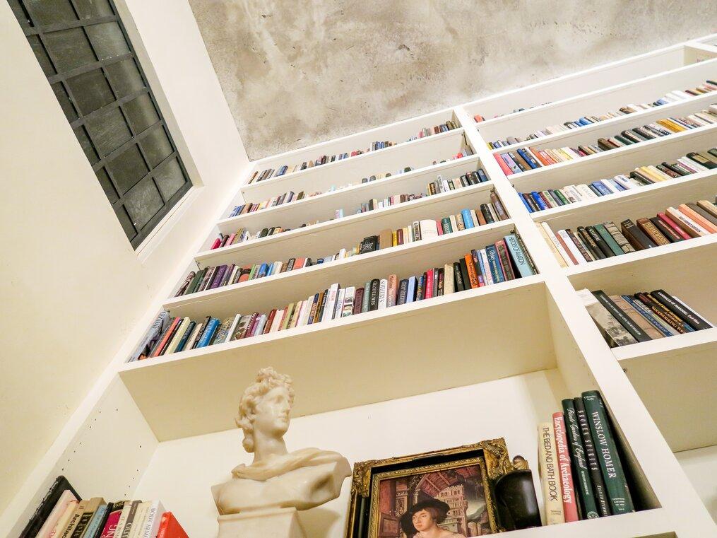 Books-on-a-bookshelf-when-to-abandon-a-novel-is-it-ok-to-quit-susan-shiney-joshua-coleman-unsplash