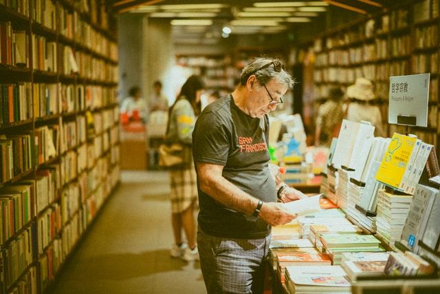 Bookstore-know-publishing-ways-to-write-a-marketable-book-marketable-novel-susan-shiney-kenny-luo-unsplash